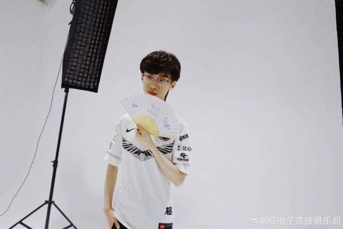 iG官博分享定妆照花絮:或将全员出征S9总决赛